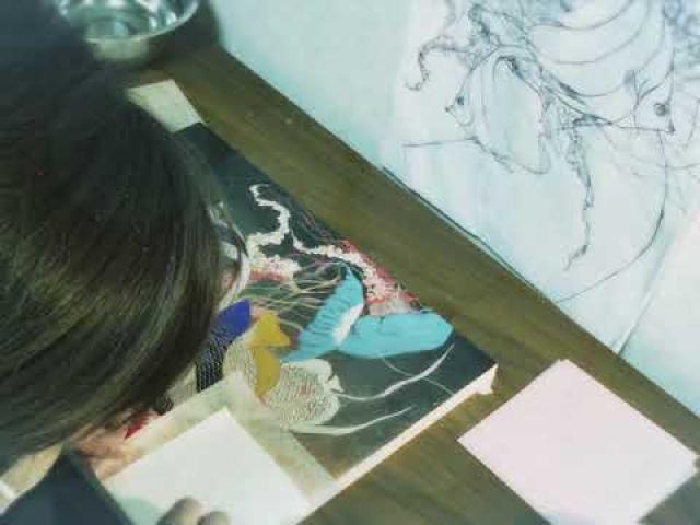 新進の日本画家・曵地聡美氏。日本美術院に所属し将来を期待されています。
